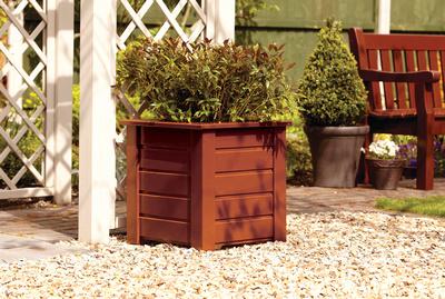 Jak zrobić drewnianą donicę na balkon i do ogrodu?